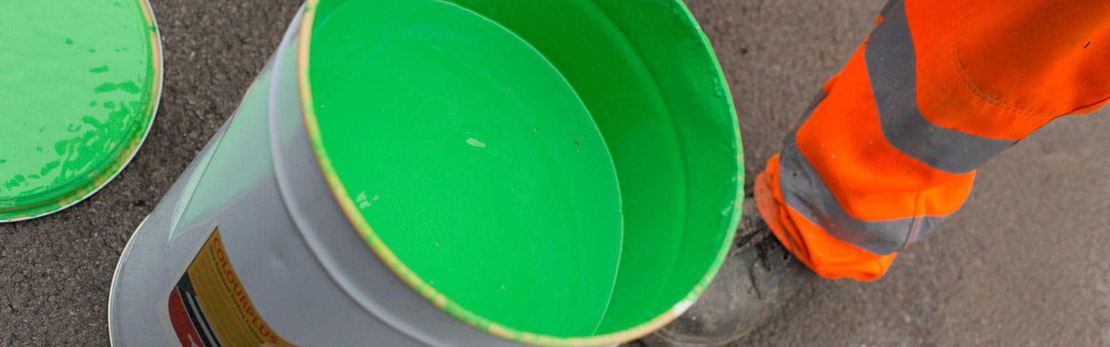 Green paint for road marking